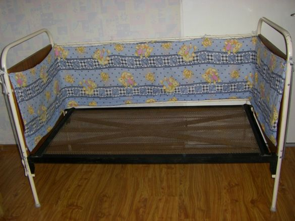 Обиколник за детско легло