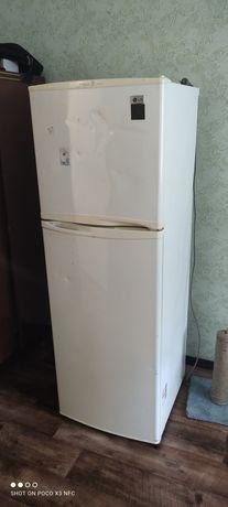 Холодильник LG в хорошем состоянии