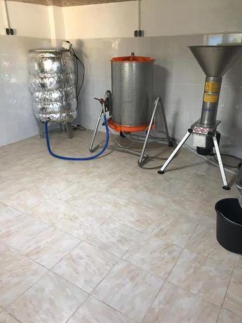 Afacere la cheie / presa de fructe / fabrica de suc