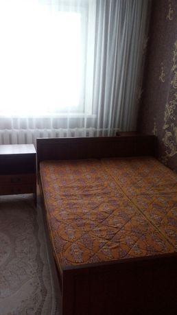 Продам 2-х спальную кровать с тумбами