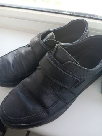 Продам туфли для мальчика Размер 37.Производство Турция.