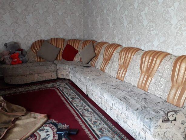 Продаю мебель угловой диван и стенку