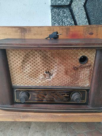Продавам старо радио