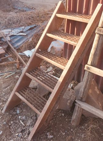 Ступеньки металлические на яму гаража