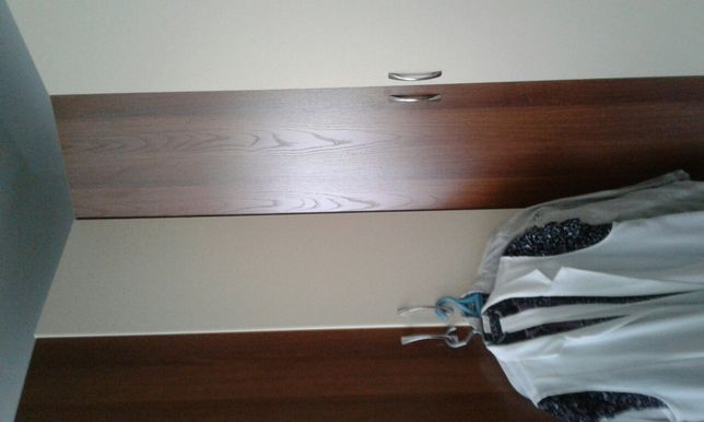 Шкаф для одежды с полками,  местом для плечиков , очень вместительный.