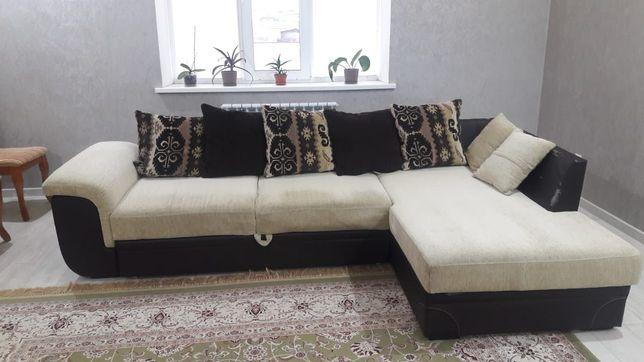 Продается диван с подушками