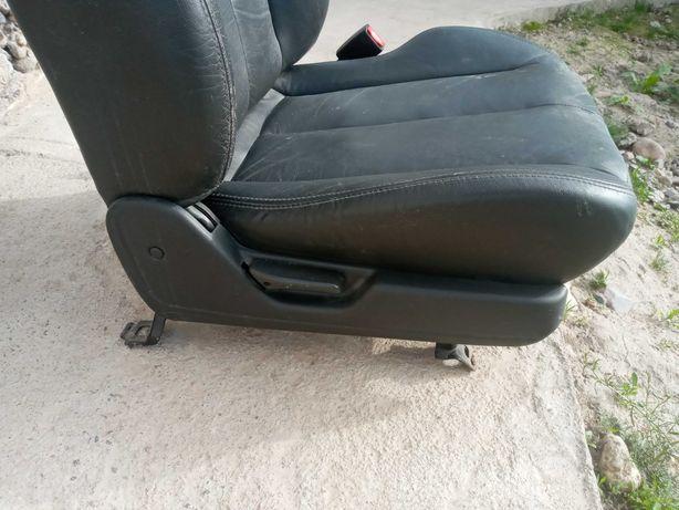 Сиденья правая (пассажирская), кожаная, 1 штук от Субару Легаси 1994