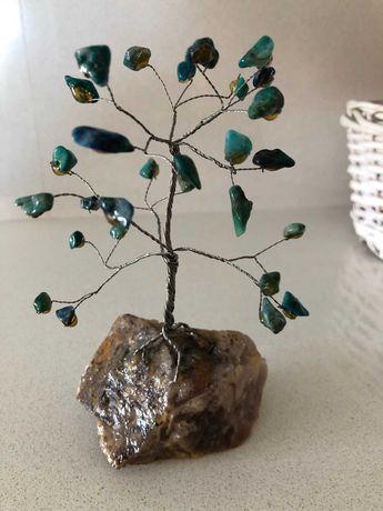 Декоративно дърво от полу-скъпоценни камъни