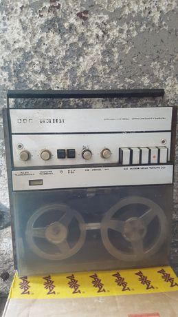 Магнитафон ,,Иней - 303 '' Бабинник .