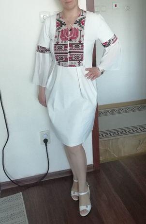 рокля с мотиви