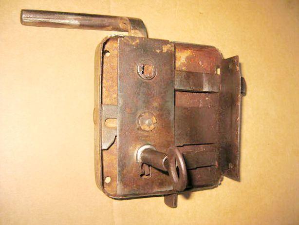 9194-Broasca poarta veche cu opritor inainte de razboi cheie adaptata.