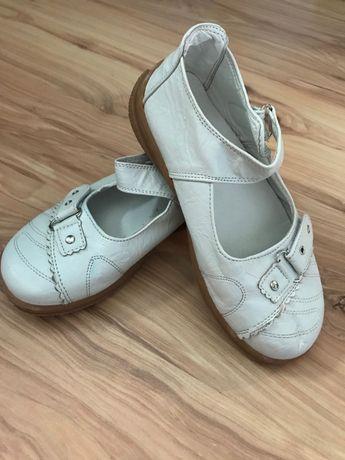 Детски бели сандали