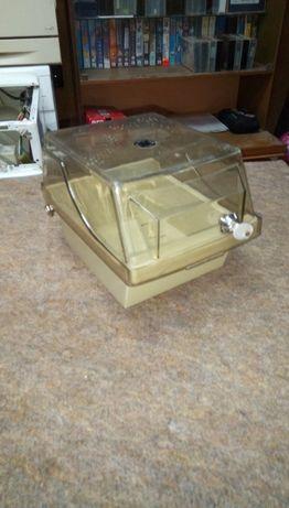 Пластмасова кутия с ключалка с прозрачен капак