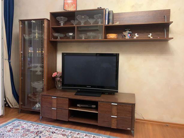 Подставка для телевизора и полки в наборе. ( без телевизора). Комплект