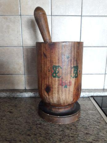 Старинно дървено хаванче за орехи. Декорация за механа, декупаж. 45лв