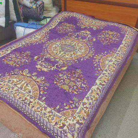 Одеяла, покрывала, подушки