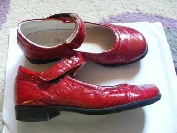 pantofi rosii de piele