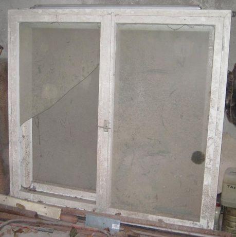 Дървена дограма 150 на 140 - употребявана, и стъкла за прозорци