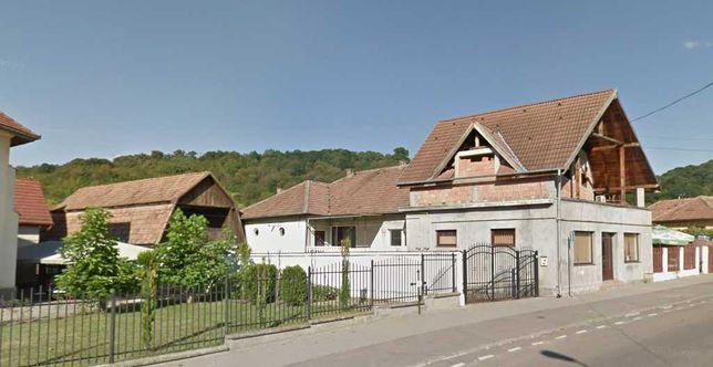 Casa de Vanzare cu Spatiu Comercial si Teren