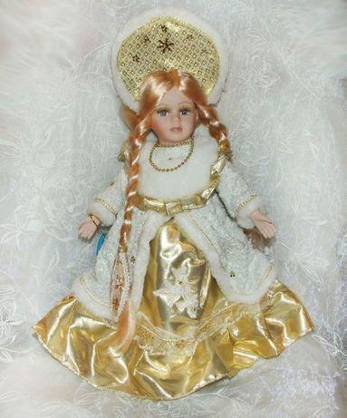 Снегурочка кукла керамическая в золотой шубе парча 40см фарфоровая
