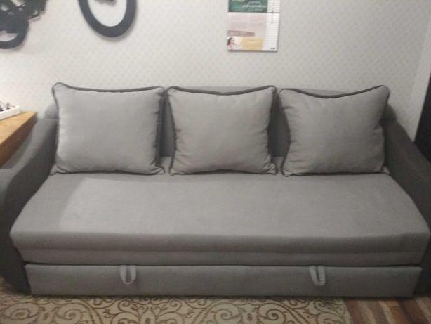 Большой, прекрасный диван