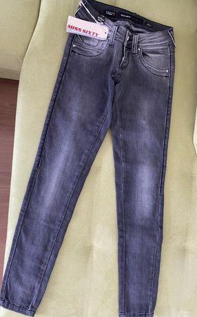 Юношески дънки Оригинални Miss Sixty за момиче, размер 23, L30  Нови с