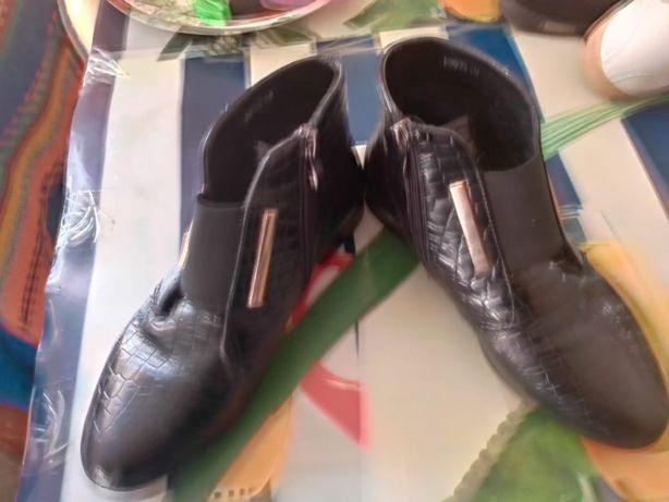 Продам осенние ботинки на девочку СРОЧНО!