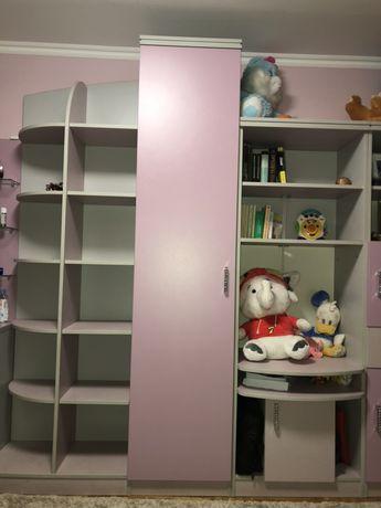 Част от обзавеждане за детска стая за момиче