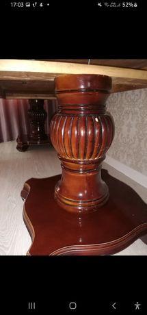 Стол из красного дерева