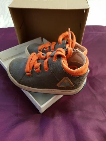 Обувки Clarks first shoes номер 22 (5.5 UK)