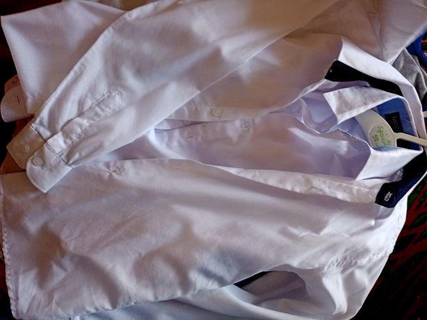 Продам рубашки на 6лет в хорошем состоянии ,две штуки по 500тг  ,