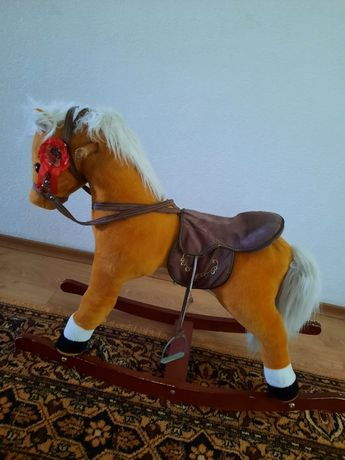 Детская лошадь-качалка