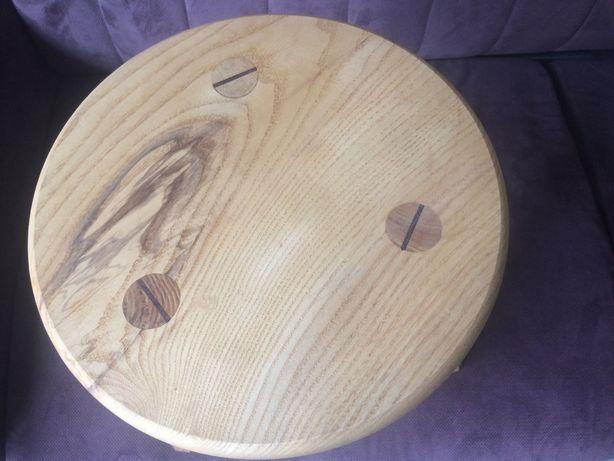 Vind scăunel lemn tradițional cu 3 picioare stejar sau frasin