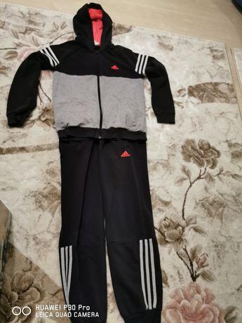 Спортен екип на Adidas