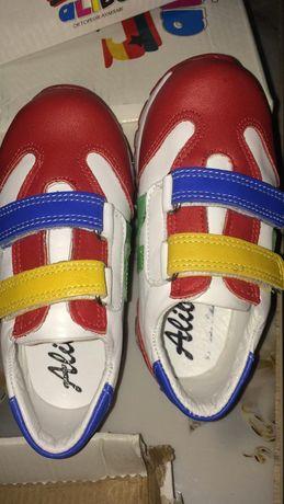 Детская обувь, как для мальчиков так и для девочек