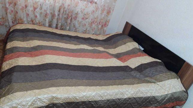 Продам кровать с матрасом +2 тумбочки