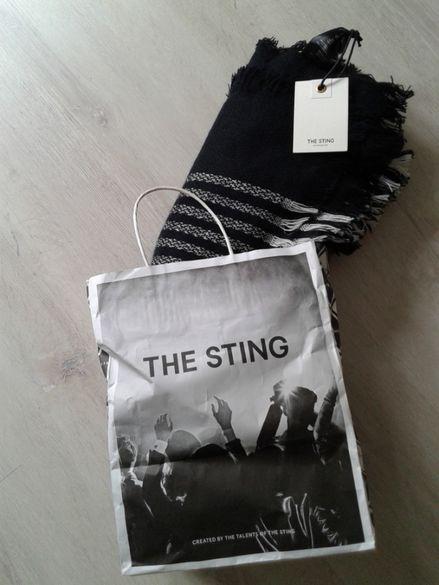 Шал The Sting черно и бяло.