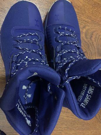Продам детские демисезонные кроссовки Under Armour в отличном состояни