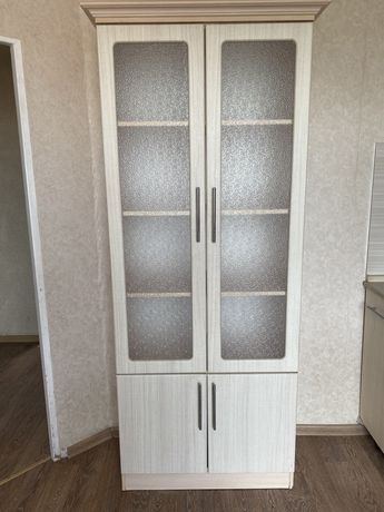 Кухонная мебель былый шкаф