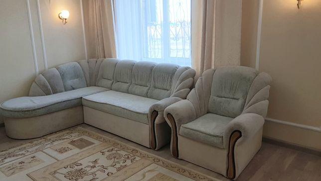 Угловой диван (раскладной) с креслом. С отсеком для хранения постели.