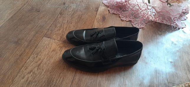 Обув мужской лакированный
