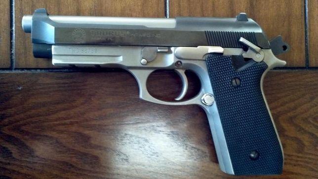 Pistol airsoft Beretta PUTERNIC Co2-sigilat,nou pusca+1000bile capsule