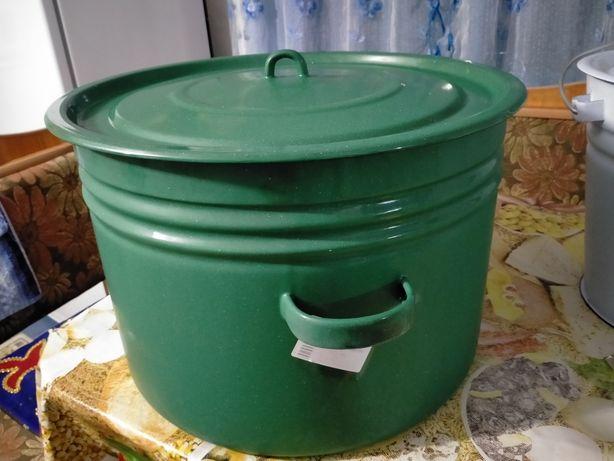 Продам эмалированную кастрюлю  32 литровый и эмалированную ведро 12 л