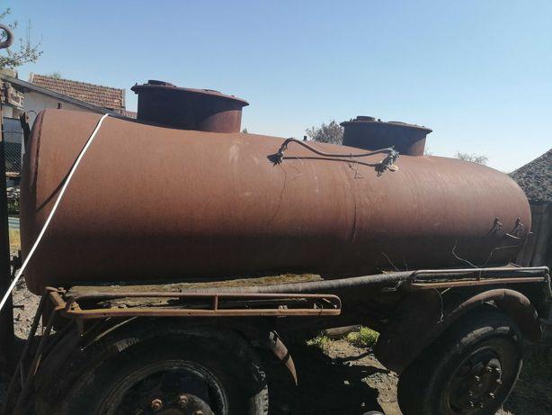 Vând cisternă 3600 L