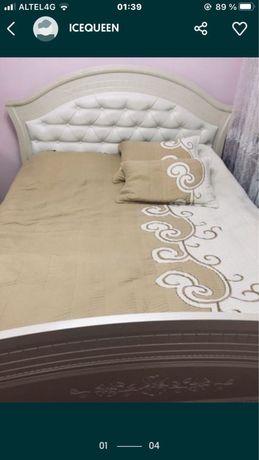 Двухспальный кровать с тумбами