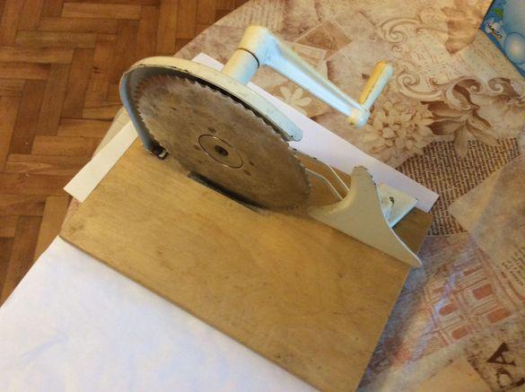 Продавам ръчна USA машинка за рязане на хляб,салами.краставици.
