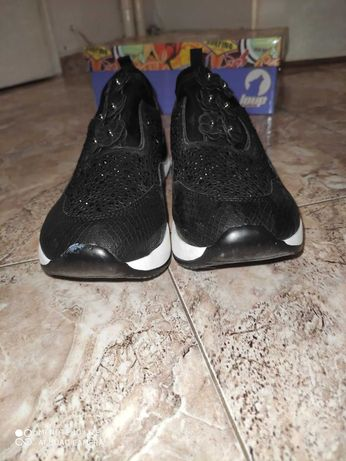 Обувки спортно елегатни