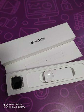 Apple watch series SE 40mm AM431