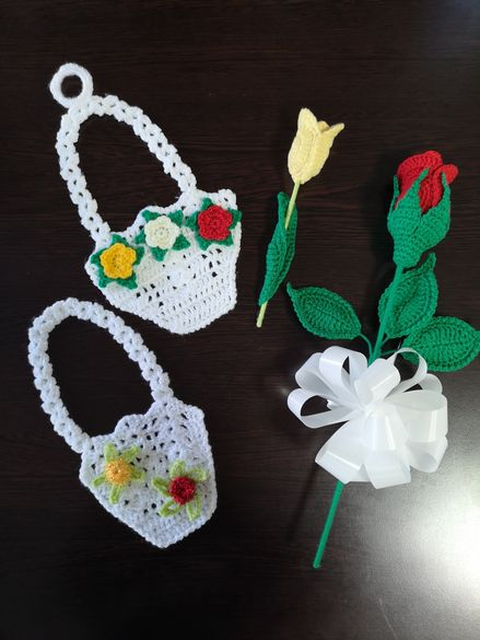 Ръчно плетена кошничка за подарък