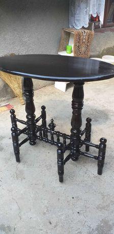 Masa ovala din lemn model vechi (vintage ).